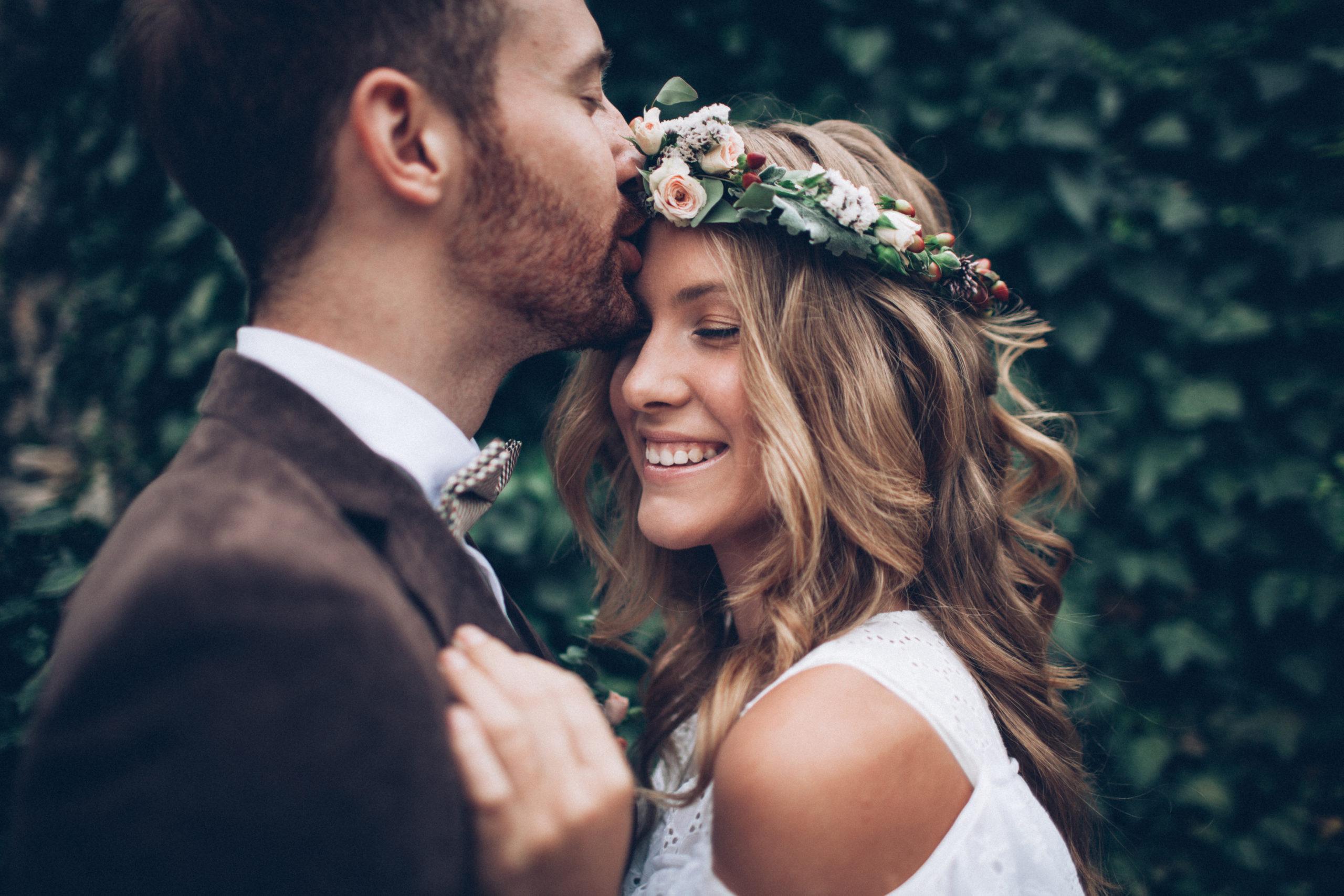 Amazing,Smiling,Wedding,Couple.,Pretty,Bride,And,Stylish,Groom.