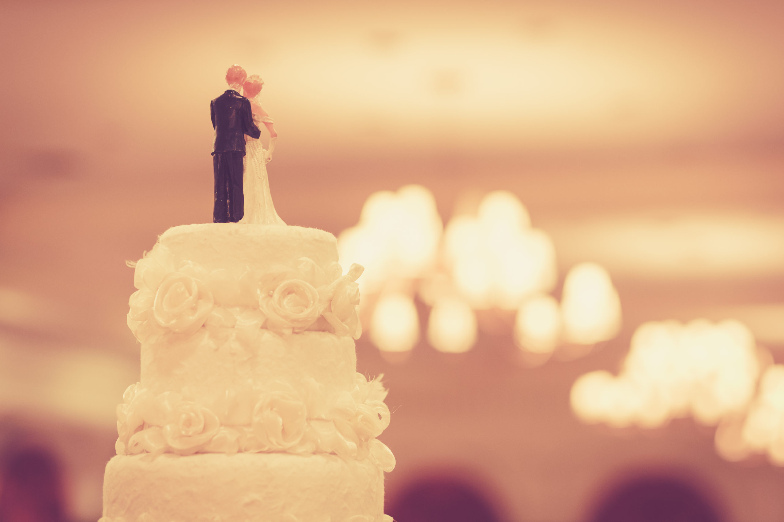 beautiful-cake-wedding-ceremony-211844305