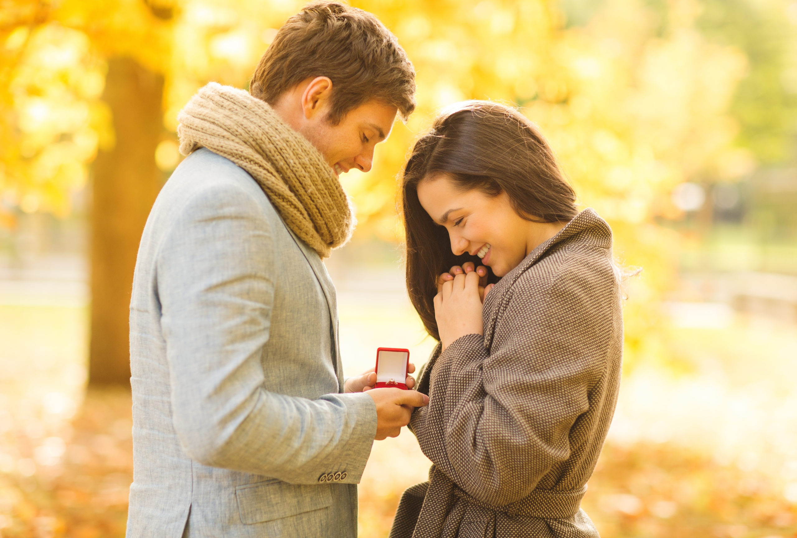 holidays-love-couple-relationship-dating-concept-158926757