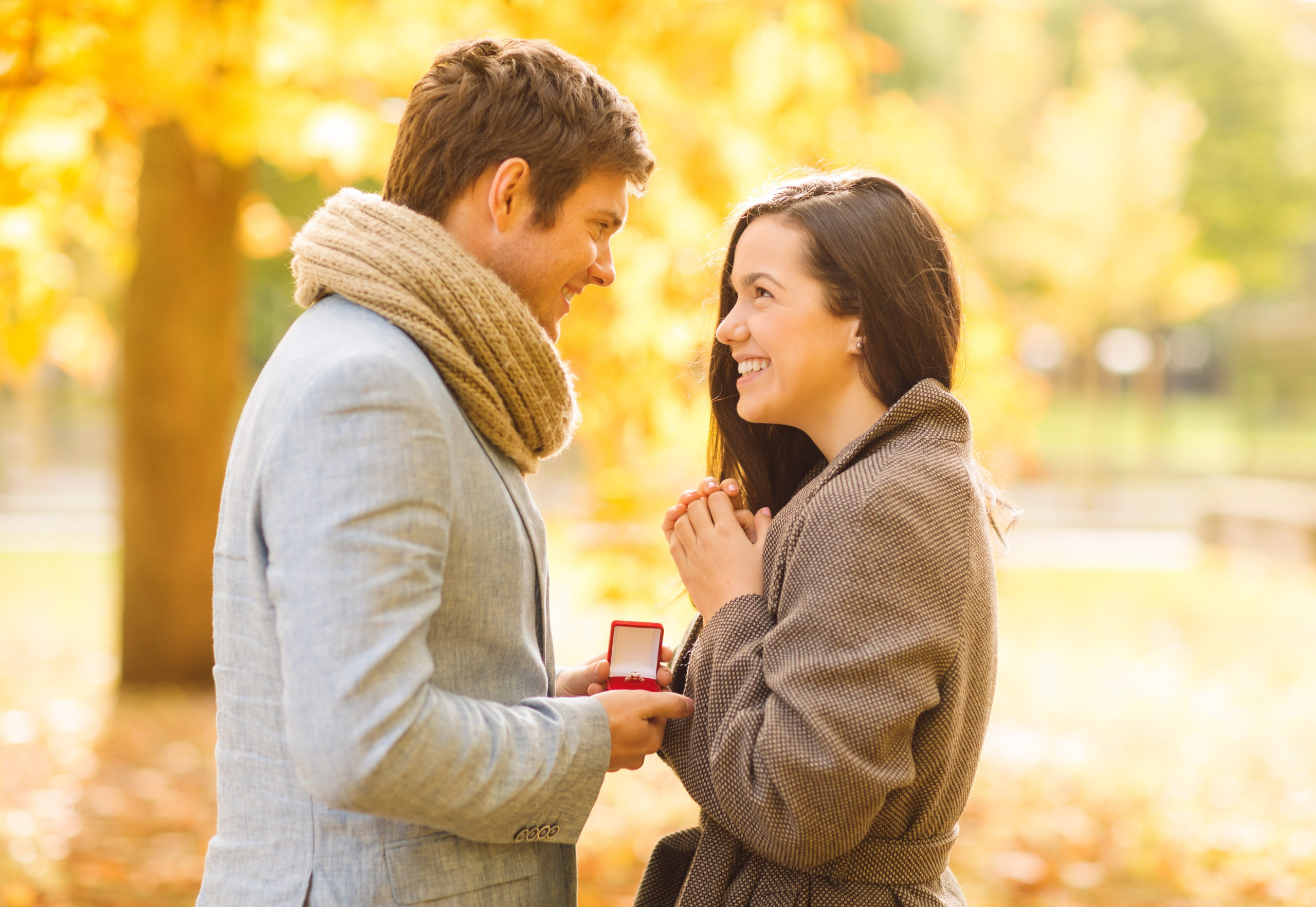 holidays-love-couple-relationship-dating-concept-159375620