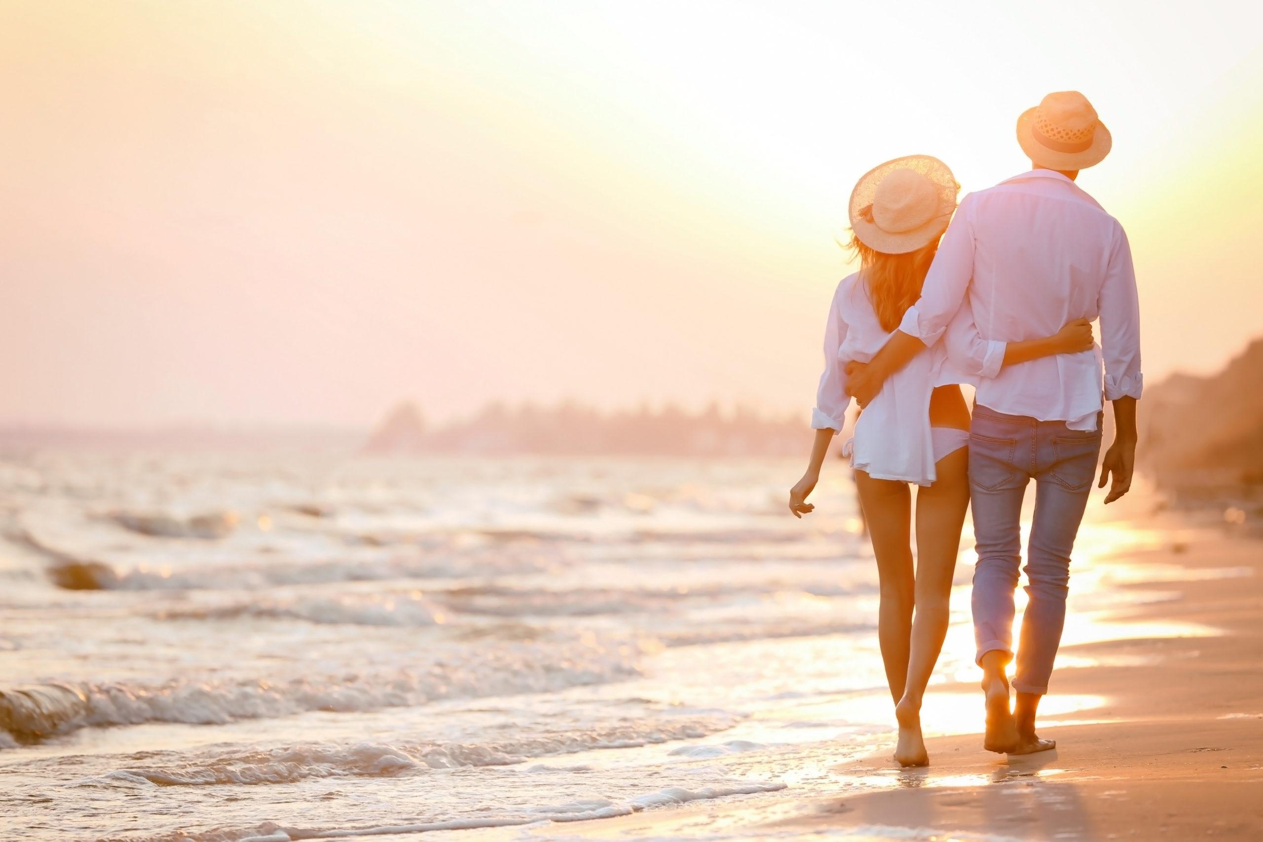 Young,Happy,Couple,On,Seashore