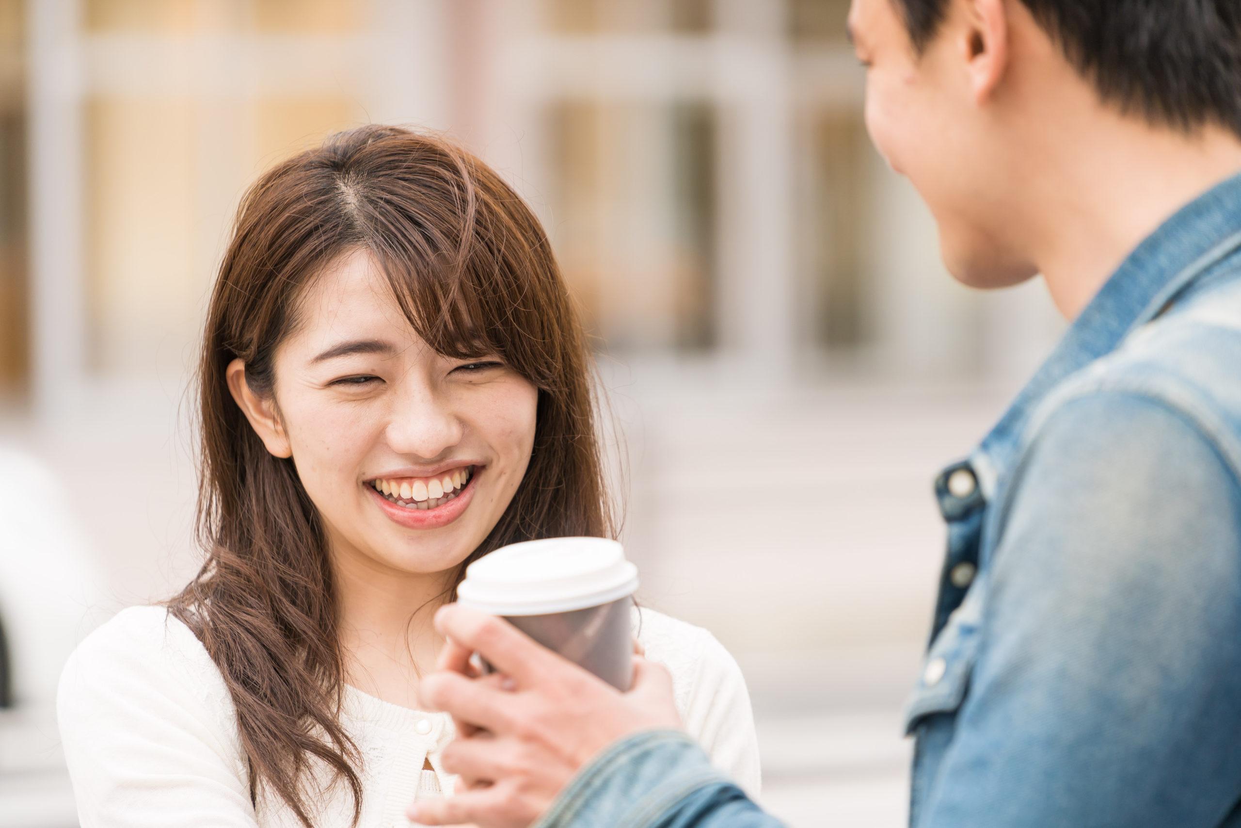 japanese-couple-talking-on-street-1341110009