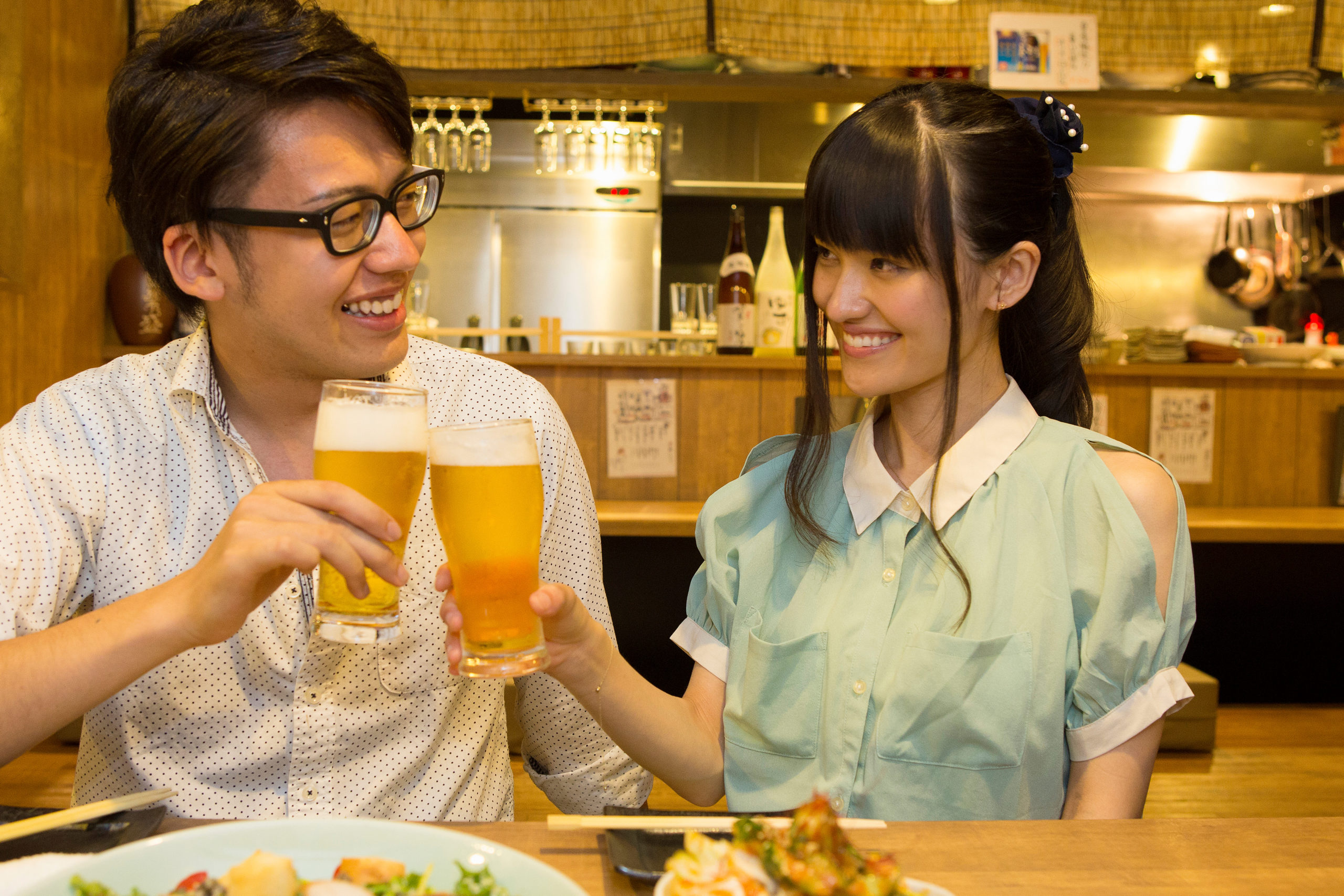 japanese-young-people-who-enjoy-drinking-1034094094