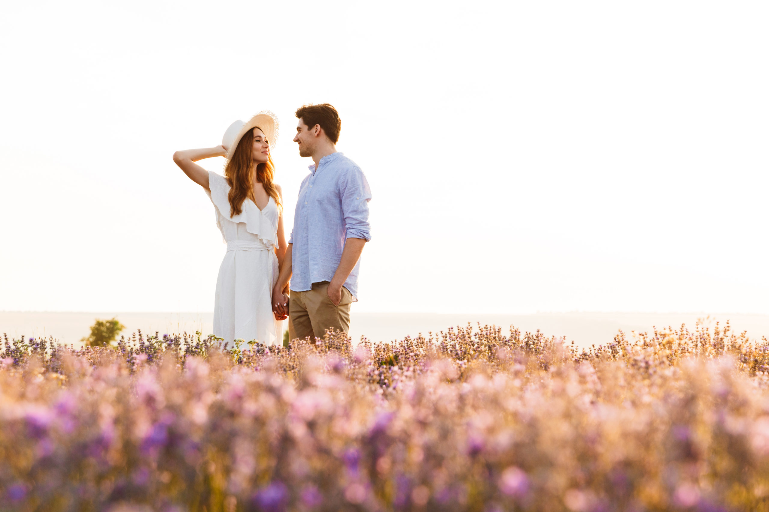 Photo,Of,Beautiful,Young,People,Dating,And,Walking,Together,Outdoor