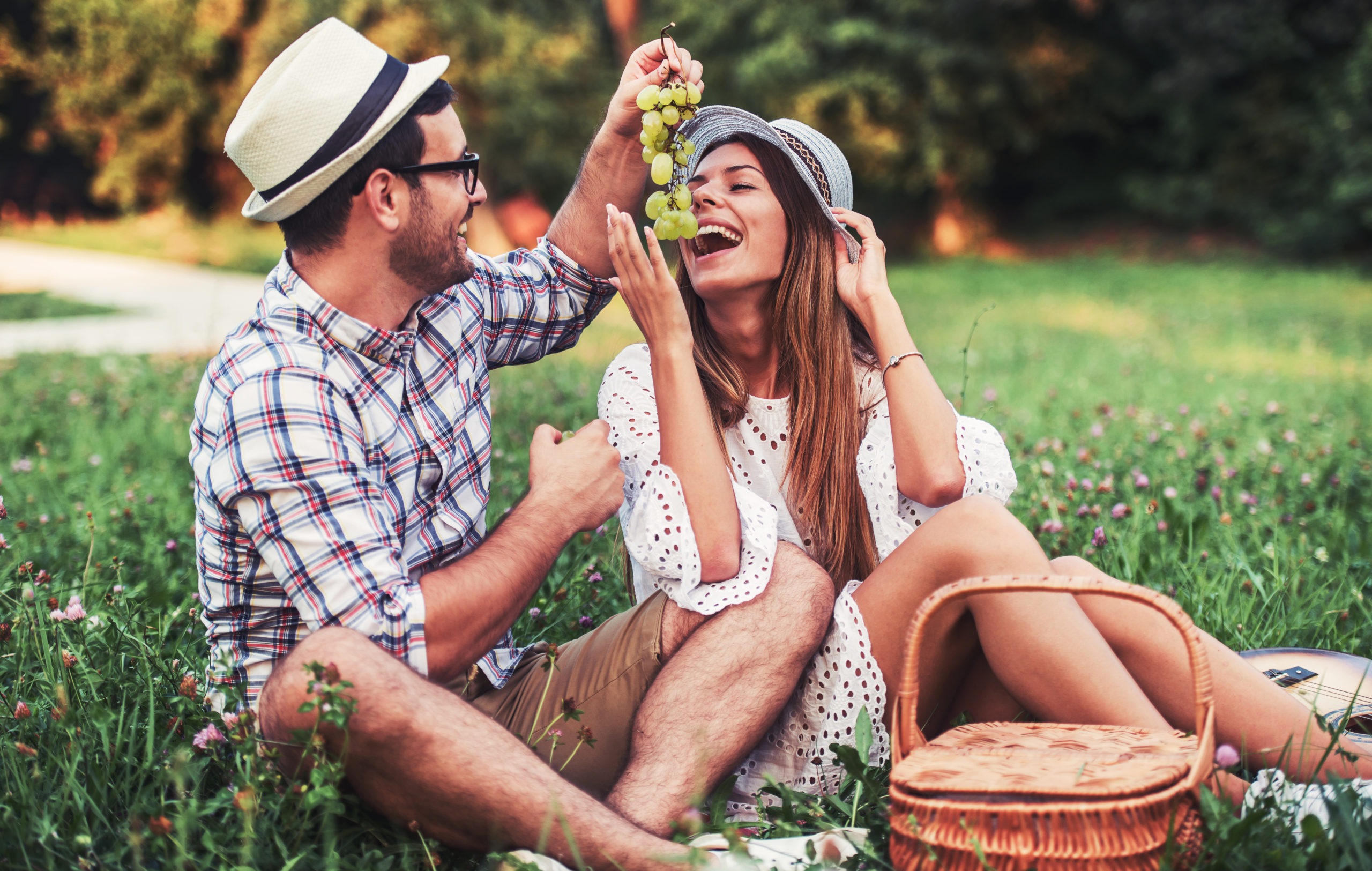 Picnic,Time.,Young,Couple,Eating,Grapes,And,Enjoying,In,Picnic.