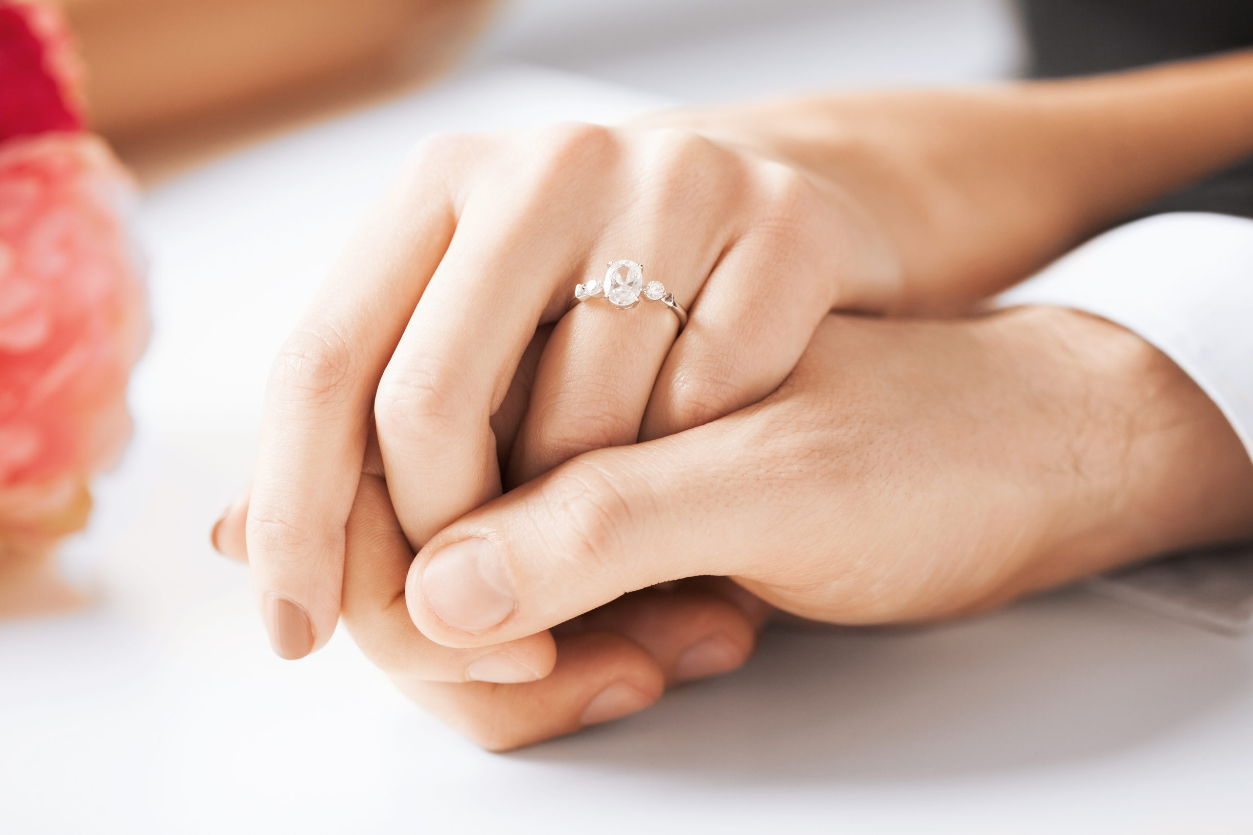 picture-man-woman-wedding-ring-140523121