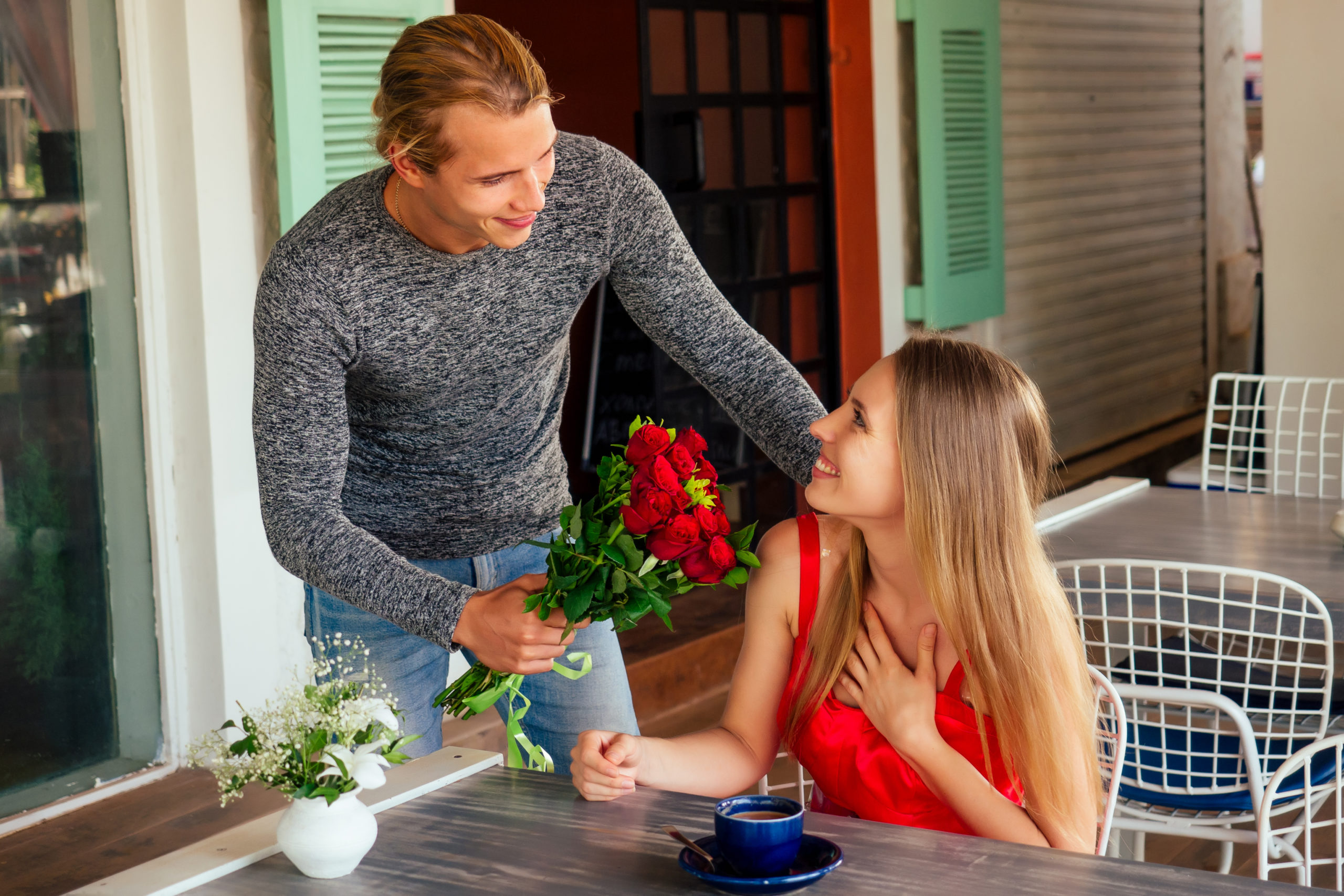 romance-marriage-proposal-by-sea-march-1283981122