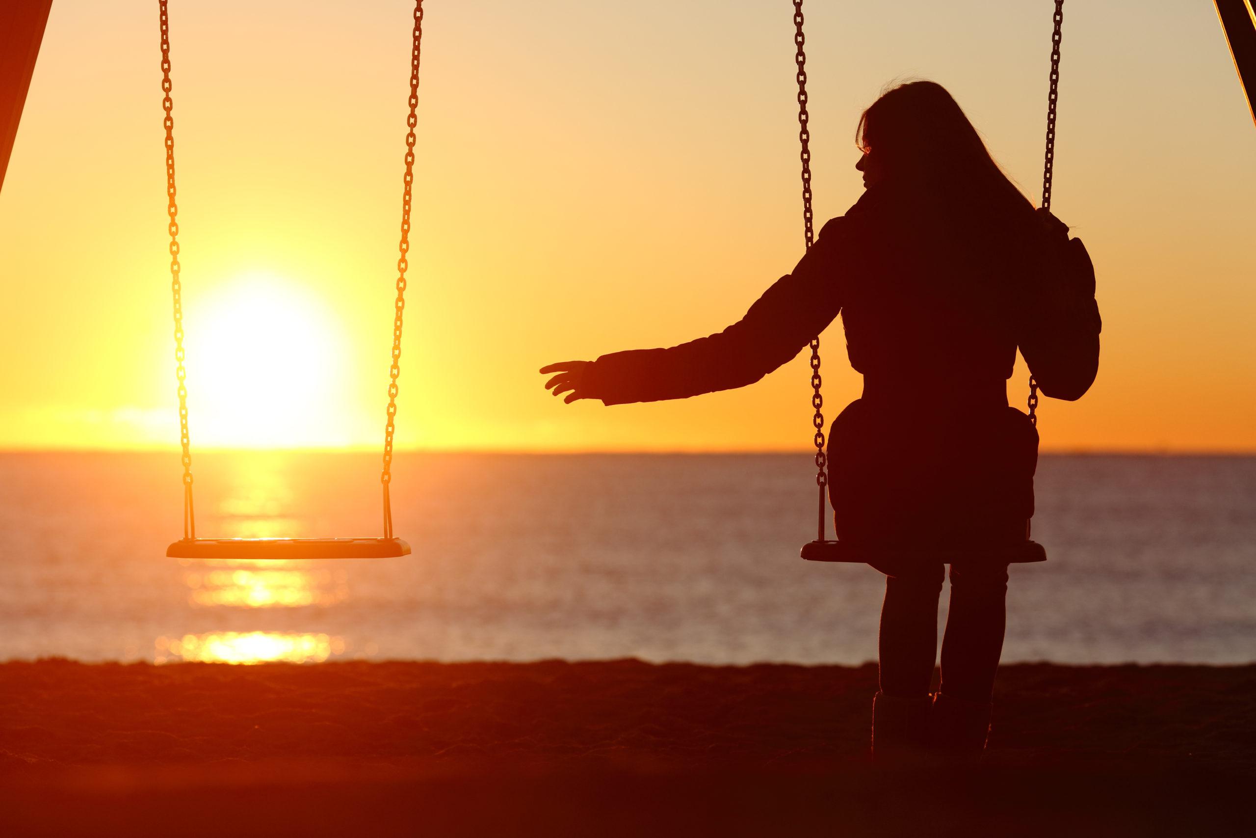 single-divorced-woman-alone-missing-boyfriend-249465919