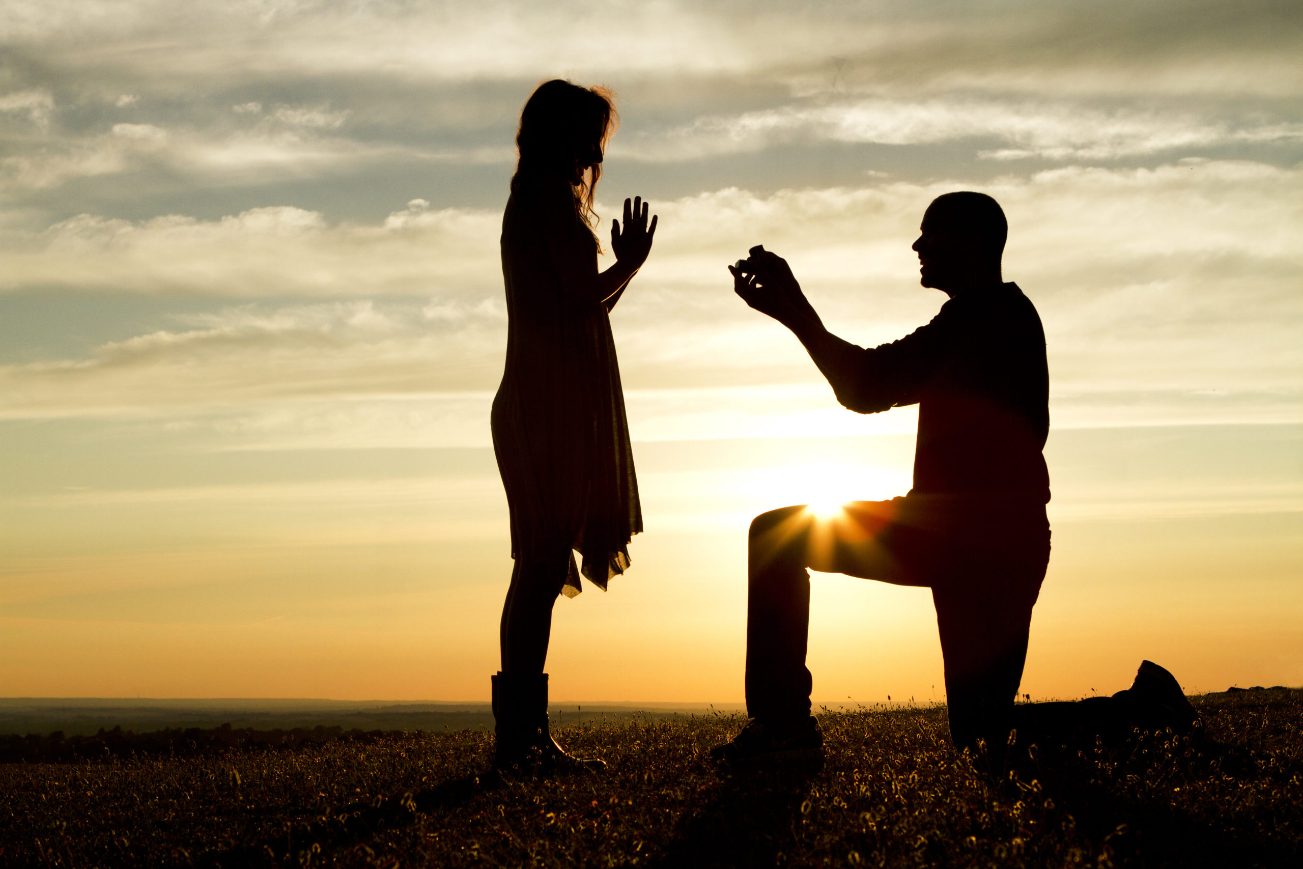 sunset-marriage-proposal-147572846