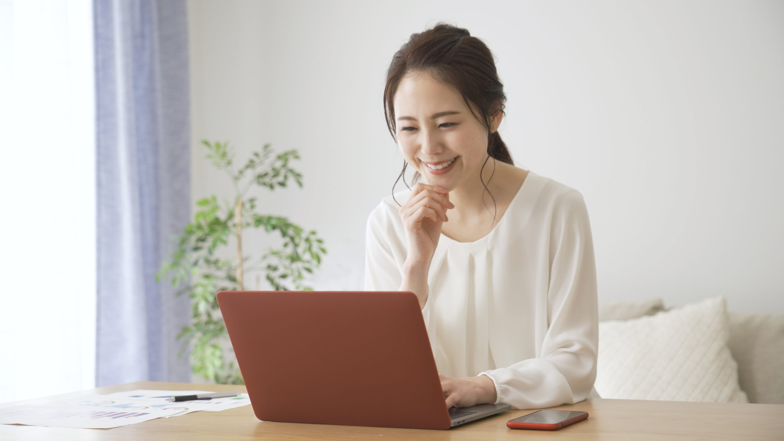 young-woman-doing-remote-work-1664076289